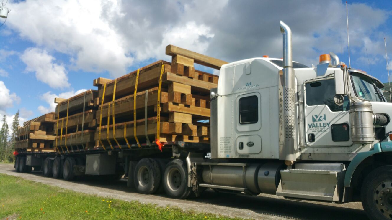 semi with logs